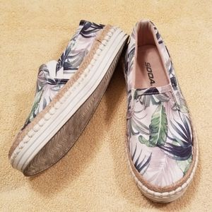 Soda Tropical Print Espadrilles in Size 7
